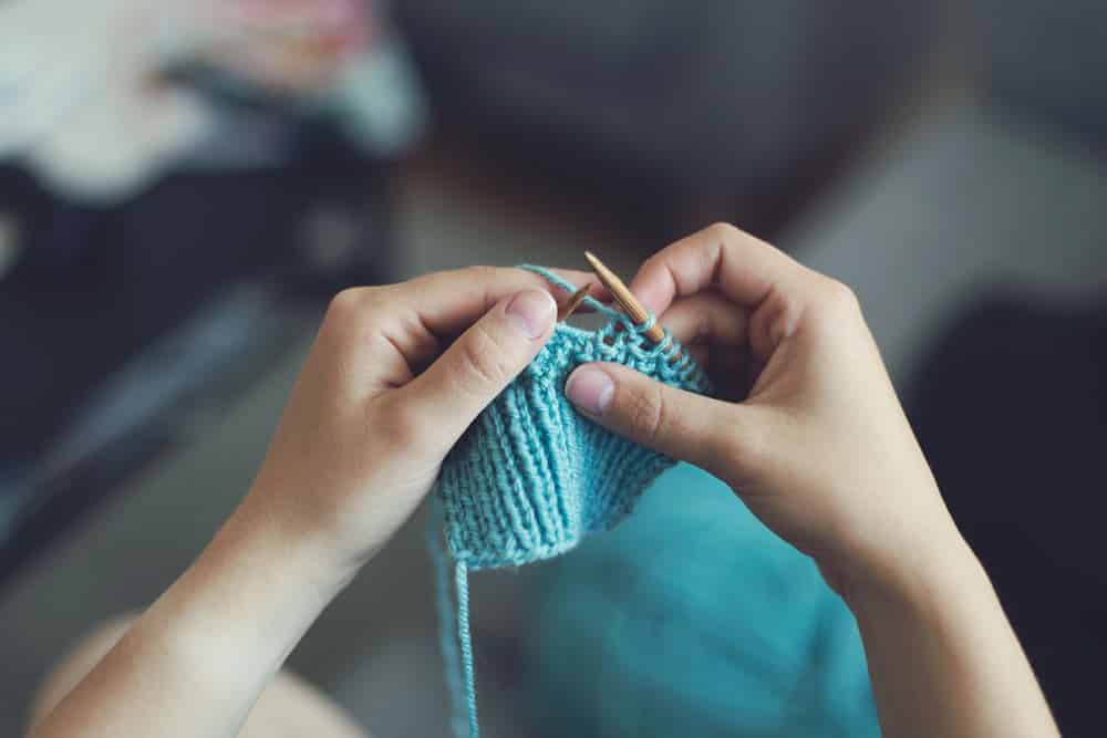 disadvantages of acrylic yarn